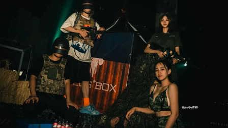 """PLUSBOX派对盒子   这一场""""火力对决"""",你是刚枪王还是躺鸡萌妹?"""