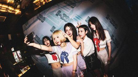 EZOO酒吧#教师节主题派对#  REVIEW  昨晚E-ZOO的女孩都是初恋味的