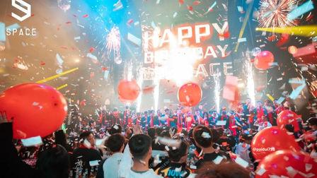浓重的庆典氛围充斥着整个现场 SPACEyancheng 周年庆主题派对
