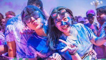 有种跑步需要在一堆彩色粉末里穿行,这活动引入中国后都发生了啥?