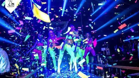 秀·酒吧#荧光电音主题派对# 魔幻电音潮流炫酷的狂欢盛宴第二季 邀你一同闪耀全场~~~